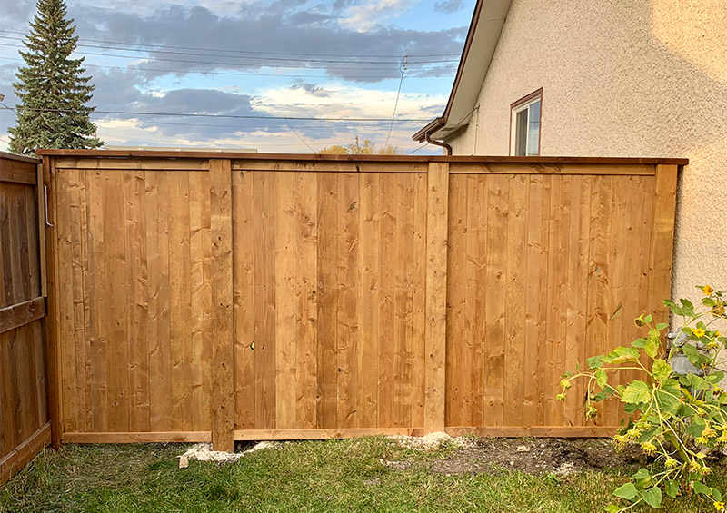 wood fence contractor and builder winnipeg